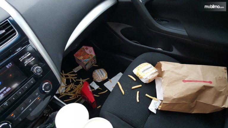 Interior Mobil Kotor Makanan